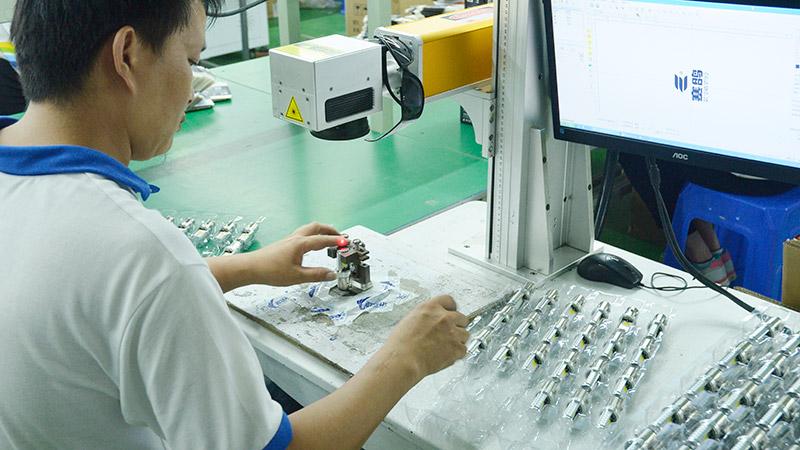 激扬生产设备-激光刻标机