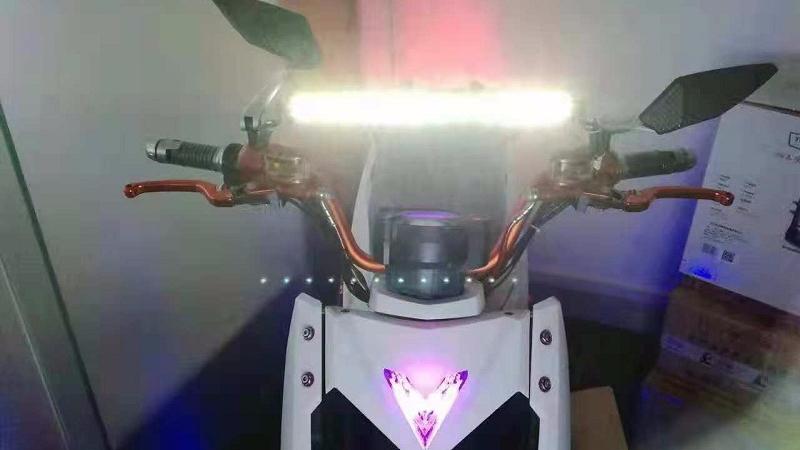 不改变原车大灯,LED车灯加装在哪里比较好?