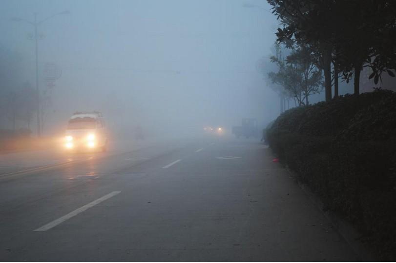 雾天行车,激扬LED车灯厂家给您暖心提示